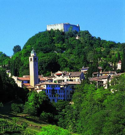 ASOLO veduta del centro storico e della Rocca copyright: Sabrina Fantini